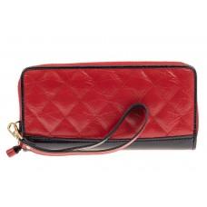 На фото 1 - Стеганый кожаный кошелек женский, цвет красный