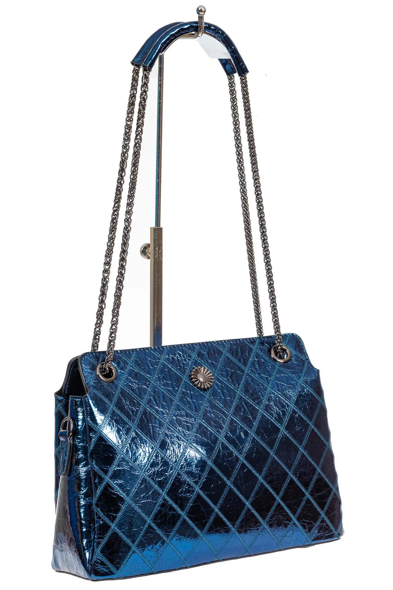 На фото 1 - Стёганая лаковая сумка из натуральной кожи, цвет синий металлик