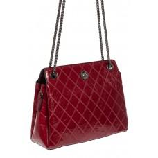 На фото 1 - Стёганая лаковая сумка из натуральной кожи, цвет бордовый