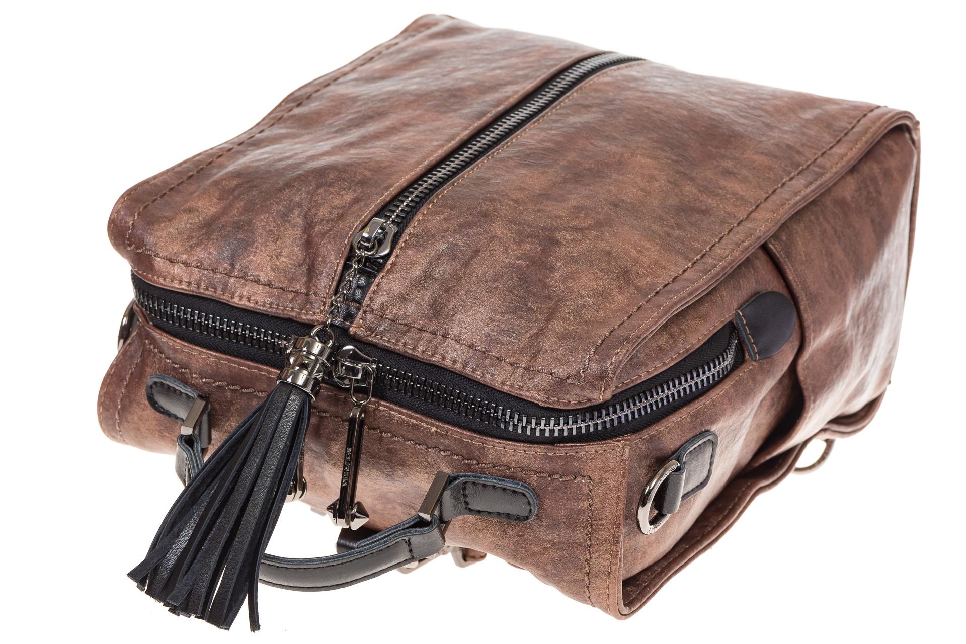 На фото 4 - Бесклапанный рюкзак коричневого цвета из эко-кожи ML815-3