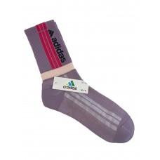 На фото 1 - Спортивные высокие носки с принтом, цвет сиреневый