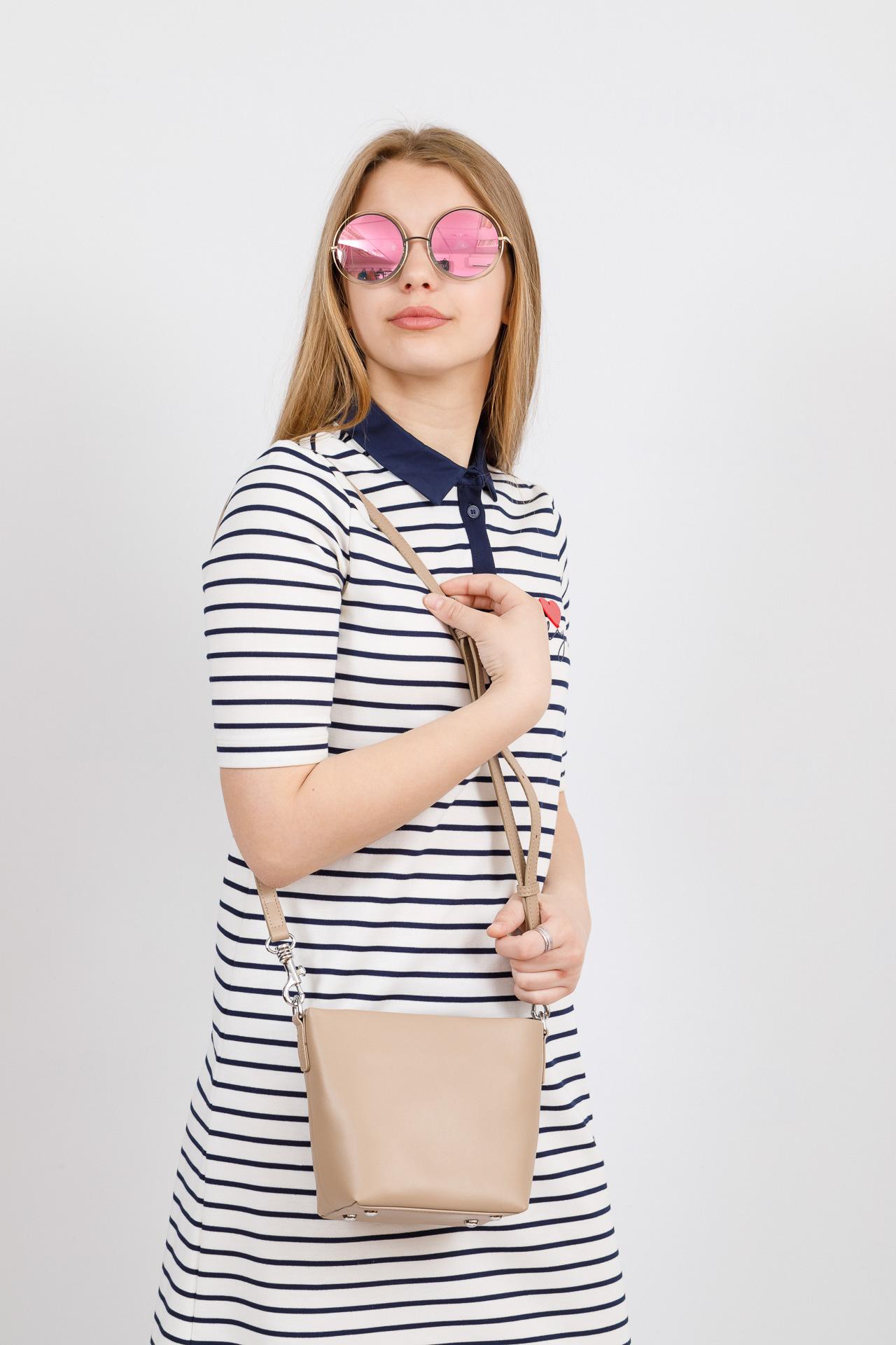 На фото 4 - Летняя сумка-ведро из натуральной кожи, цвет кофе с молоком