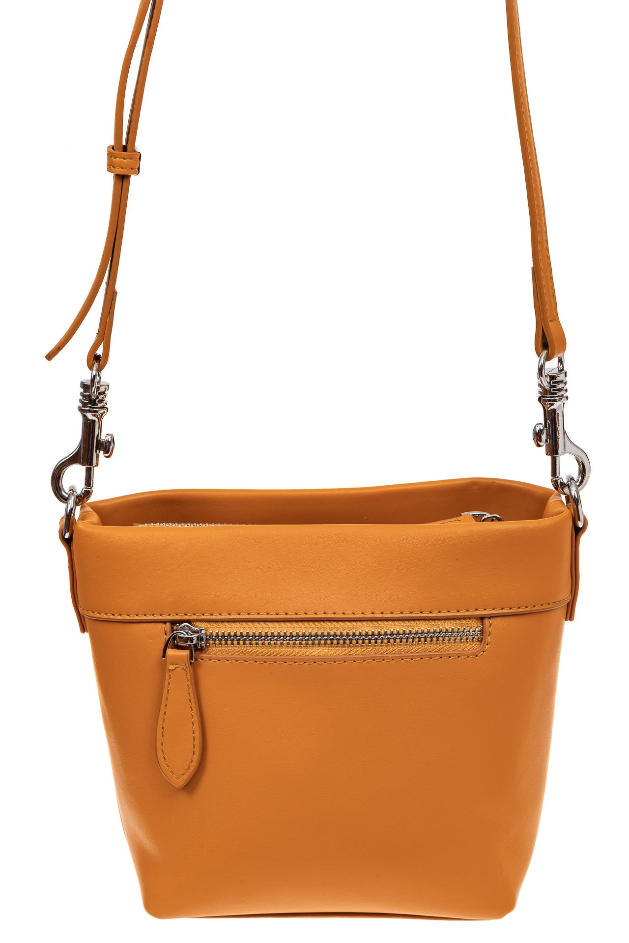 На фото 2 - Летняя сумка-ведро из натуральной кожи, цвет манго