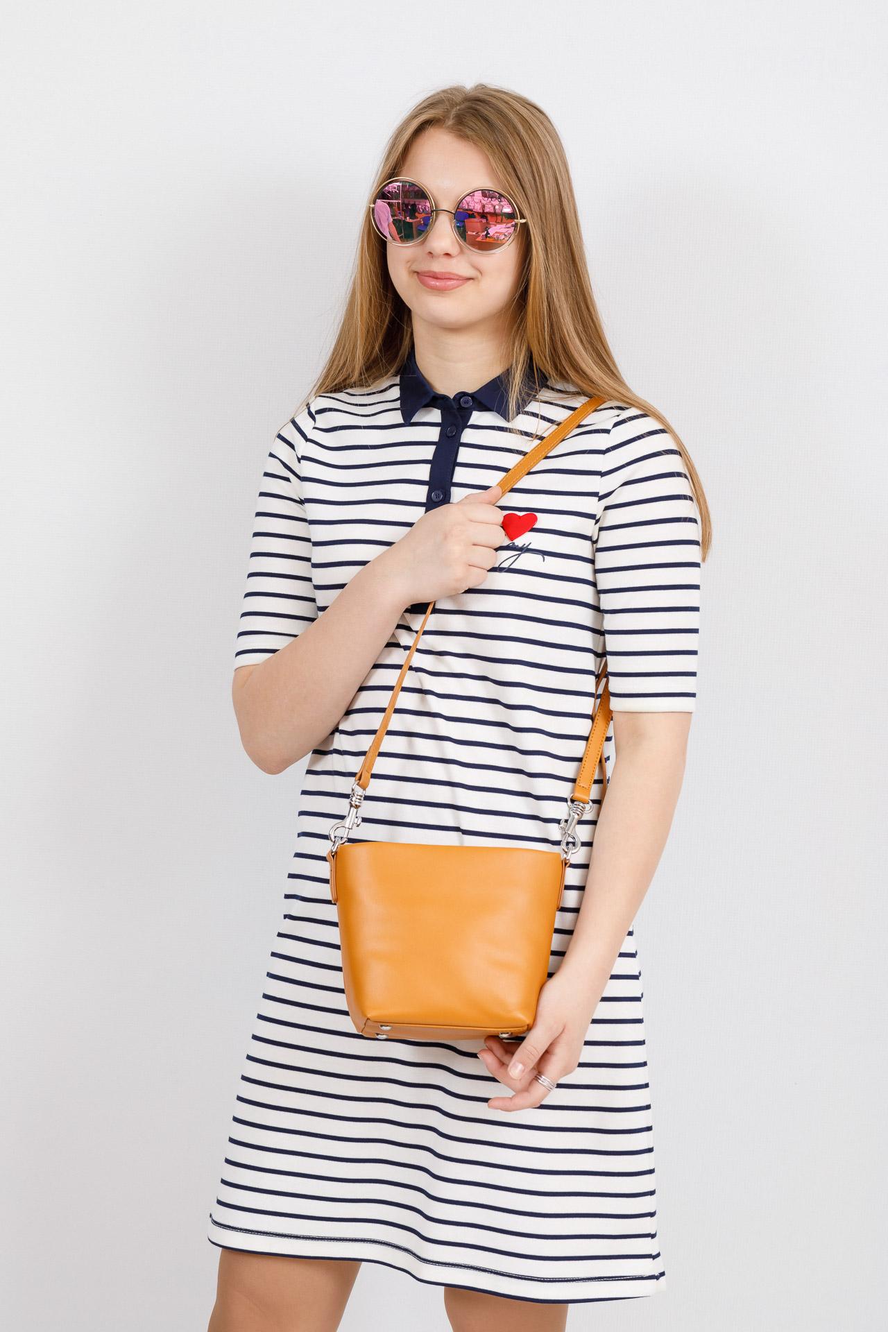 На фото 4 - Летняя сумка-ведро из натуральной кожи, цвет манго