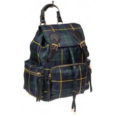 На фото 1 - Женский клетчатый рюкзак из текстиля, цвет зелёный