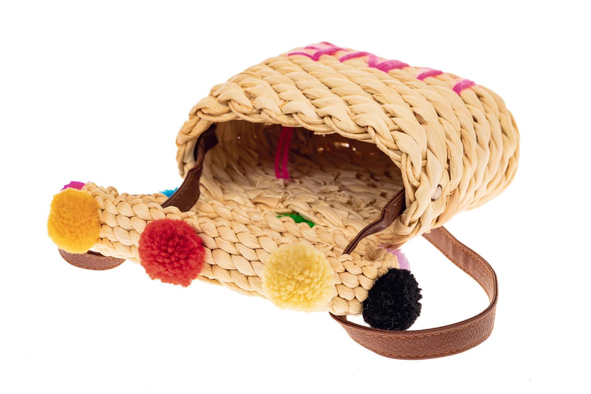 На фото 3 - Сумка-коробочка из ротанга, цвет светло-бежевый