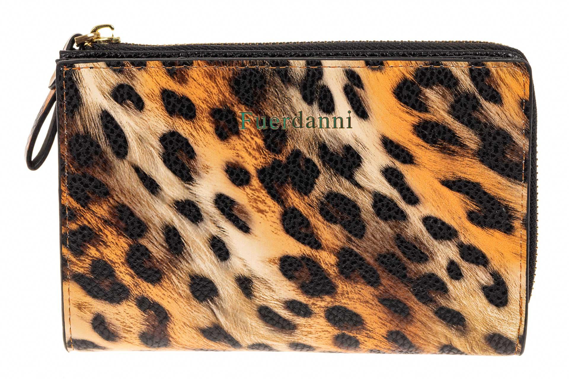 На фото 1 - Маленькое женское портмоне из кожзама, принт леопард