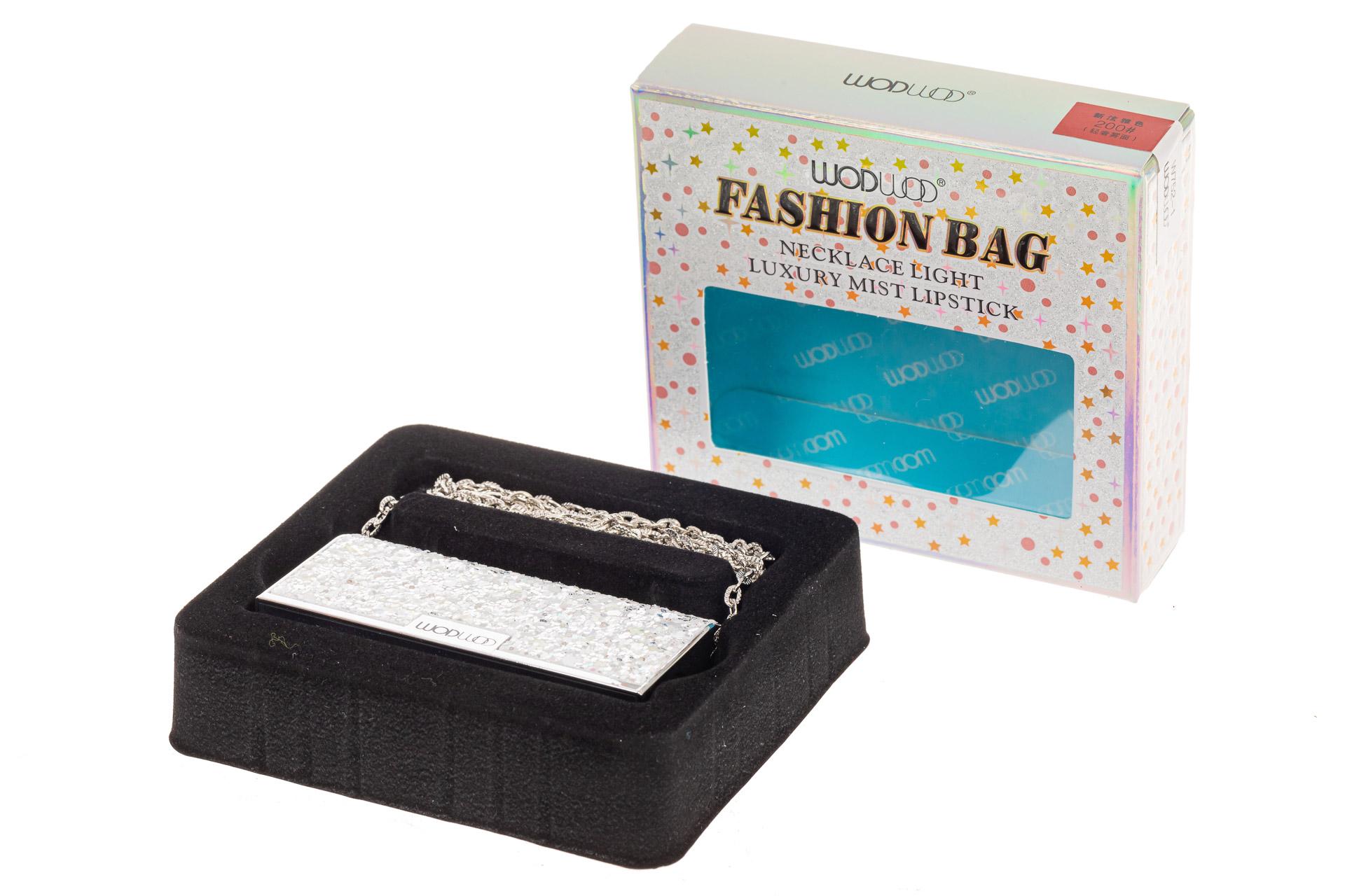 На фото 2 - Губная помада в виде сумочки, цвет серебро, оттенок №200