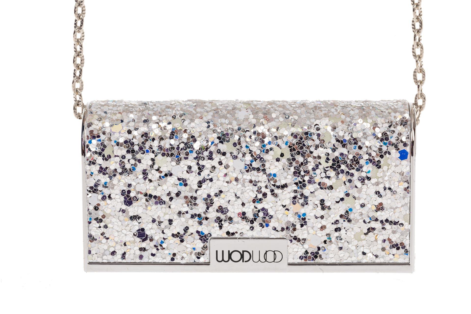 На фото 4 - Губная помада в виде сумочки, цвет серебро, оттенок №200