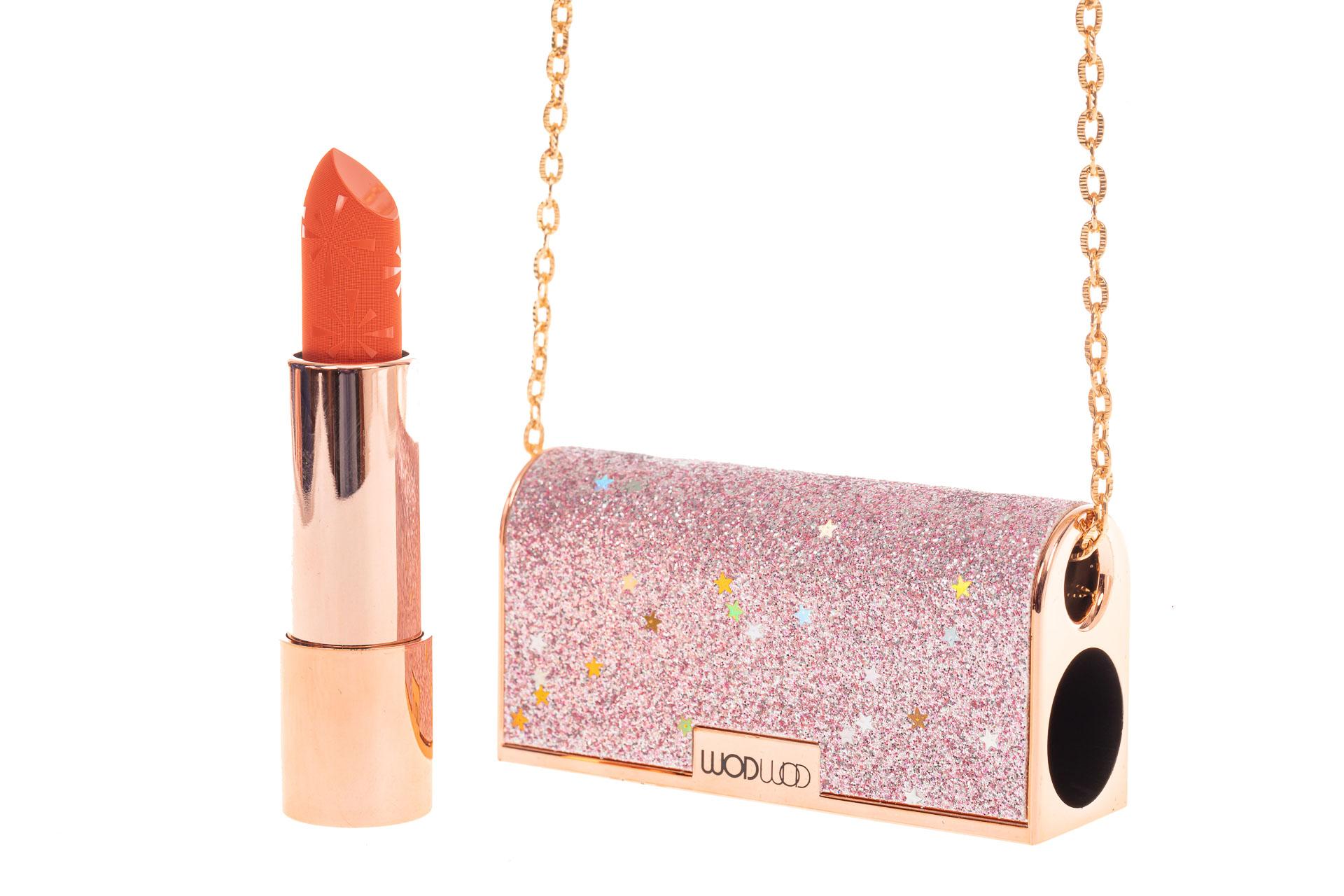 На фото 1 - Губная помада в виде сумочки, цвет розовый, оттенок №70