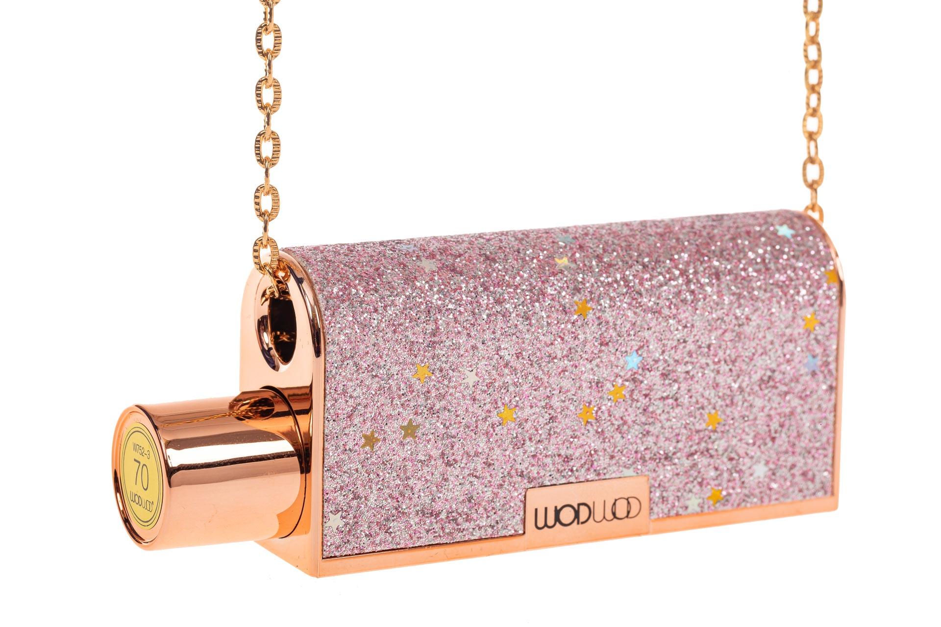 На фото 3 - Губная помада в виде сумочки, цвет розовый, оттенок №70