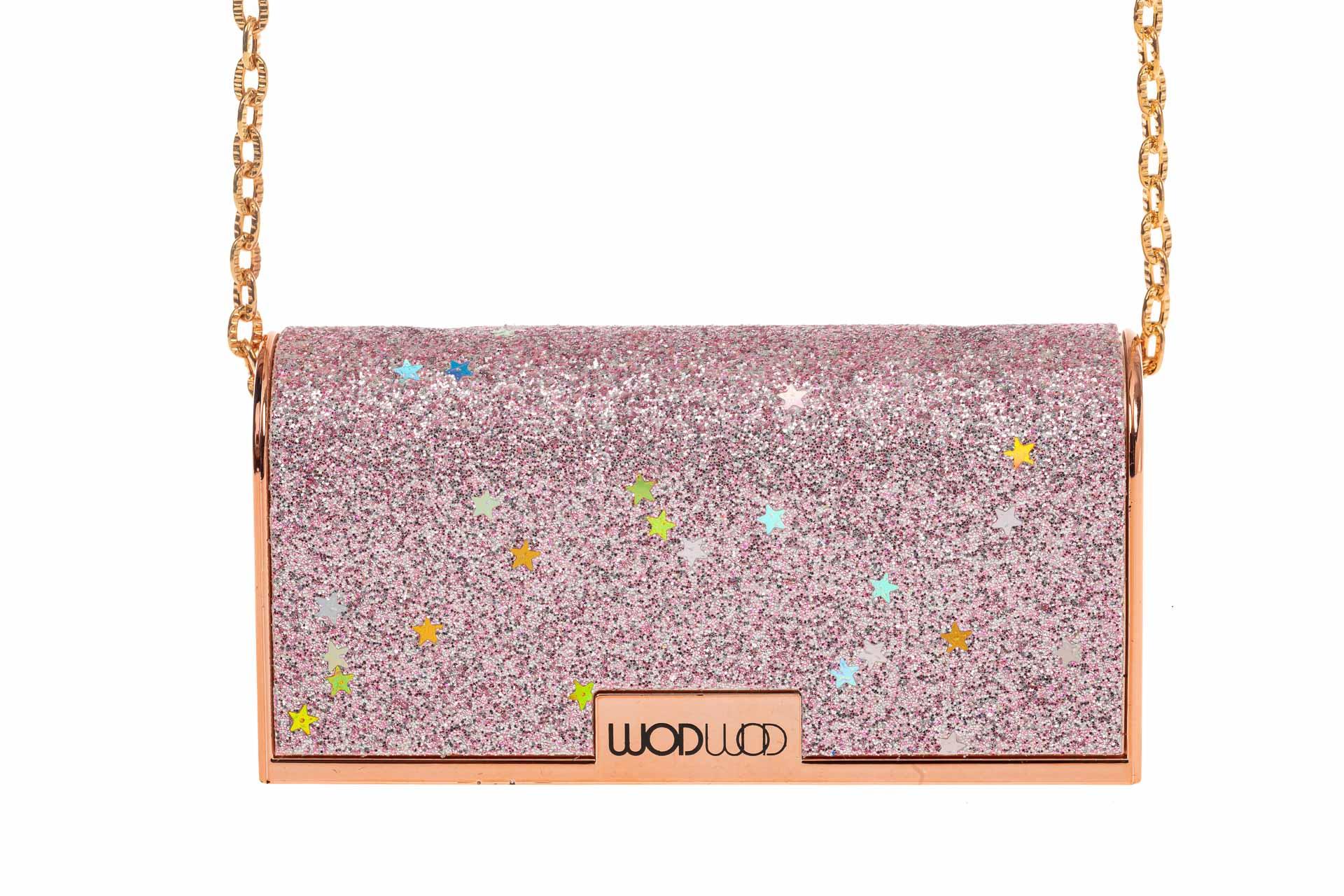 На фото 4 - Губная помада в виде сумочки, цвет розовый, оттенок №70