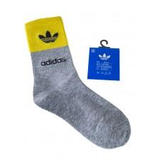 На фото 1 - Спортивные женские носки с высокой резинкой, цвет серый с жёлтым
