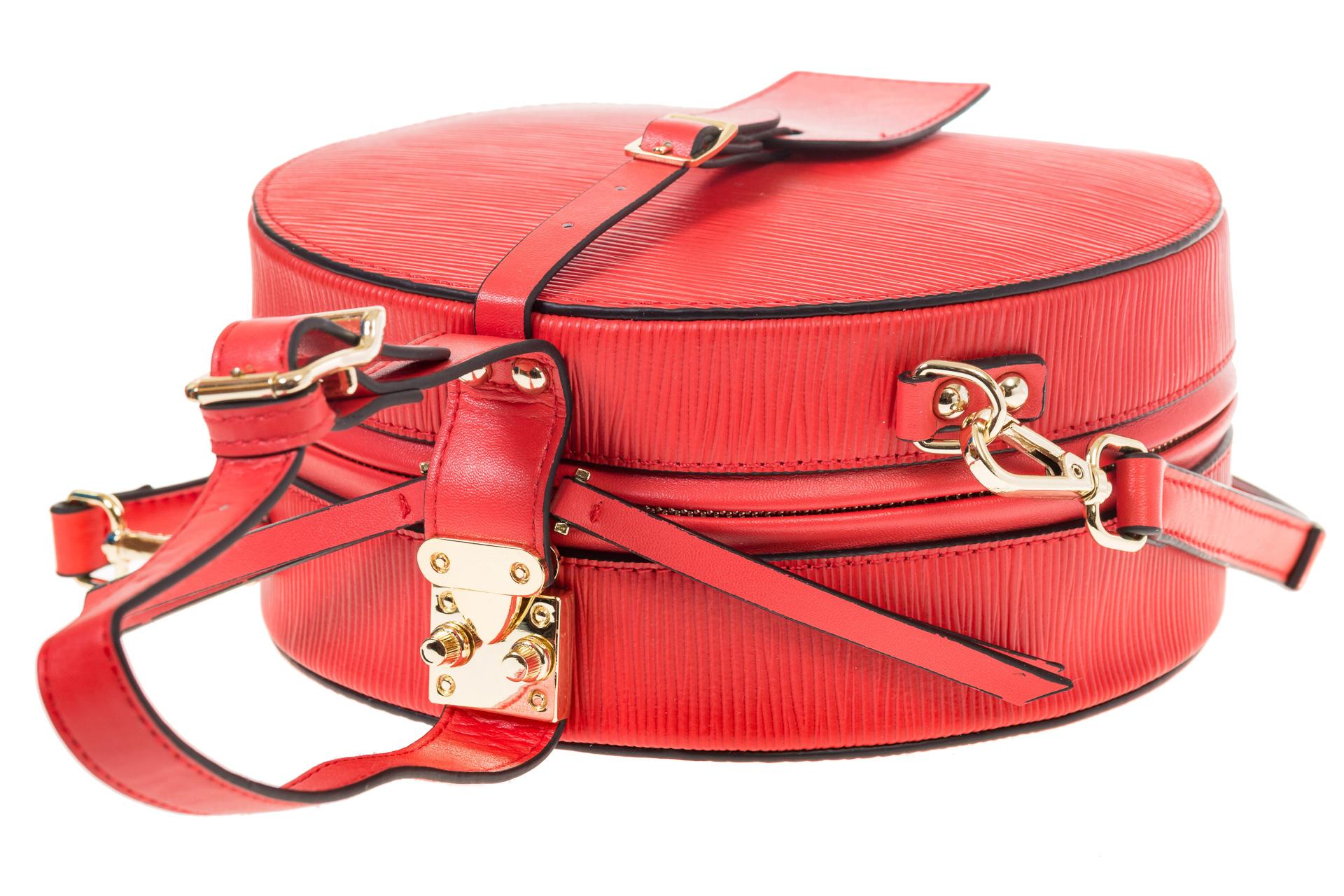 На фото 4 - Сумочка-коробка из кожи красного цвета X231AK