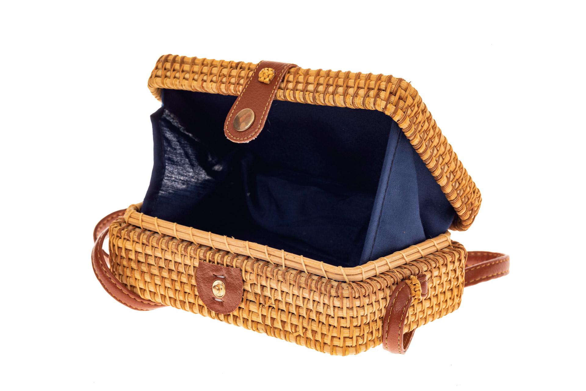 На фото 3 - Сумка-коробочка из соломы, цвет крафт