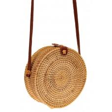 На фото 1 - Маленькая круглая сумка-коробочка из соломы...