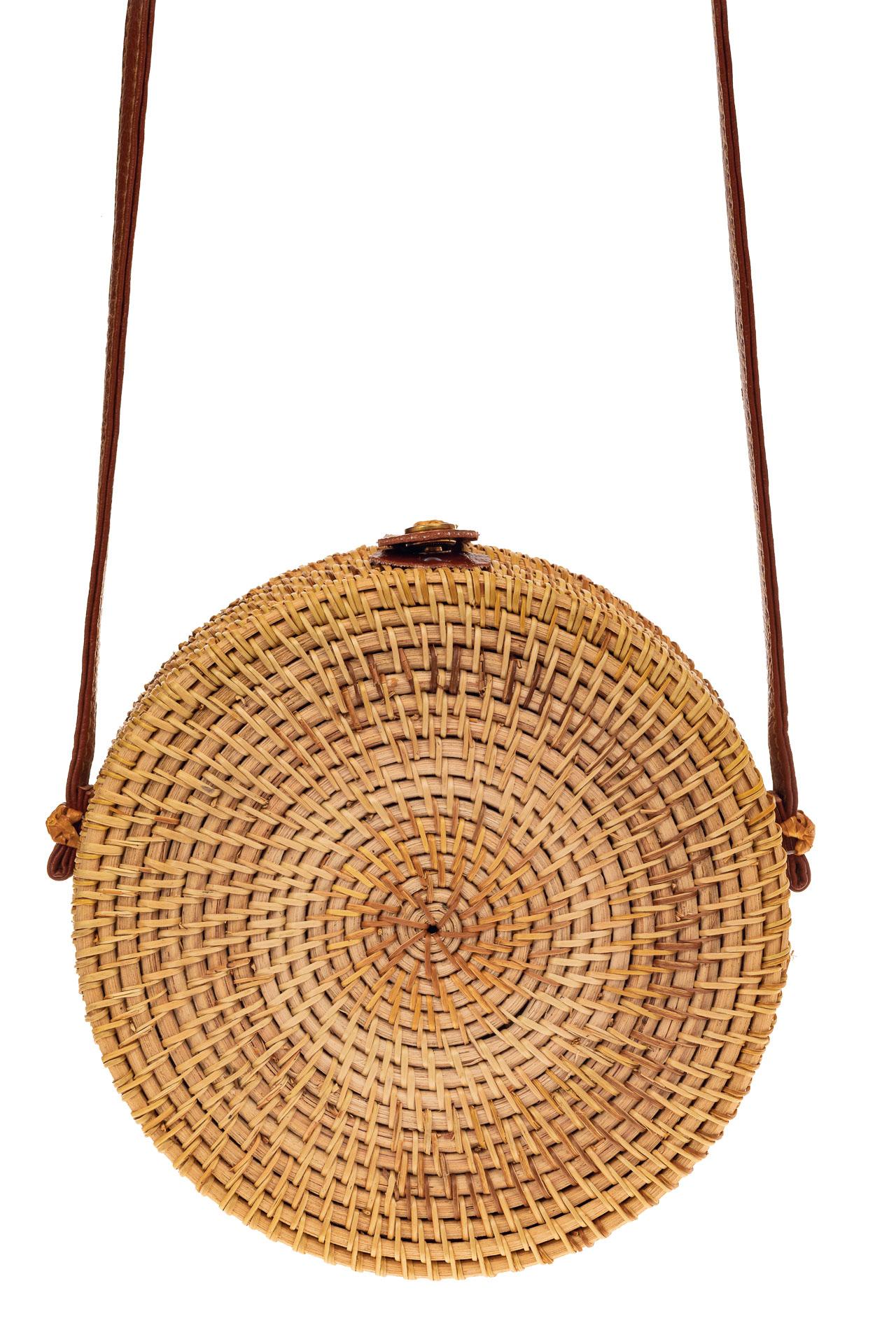 На фото 2 - Круглая сумка-коробочка из соломы, цвет крафт