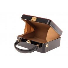 На фото 4 - Сумка коробочка из пластика и искусственной кожи, цвет черный