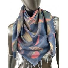 На фото 1 - Двухсторонний весенний платок из кашемира с росписью, мультицвет