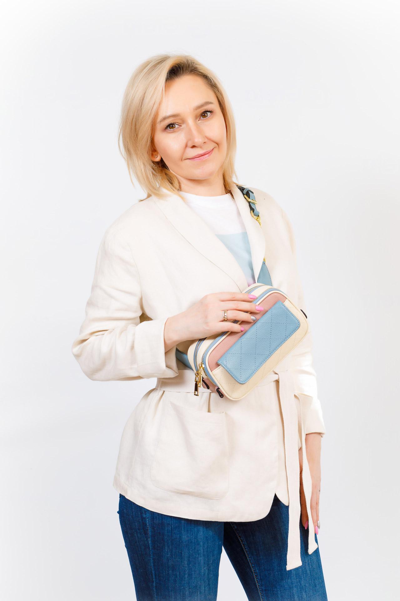 На фото 5 - Женская сумка кросс-боди, розовая с черным